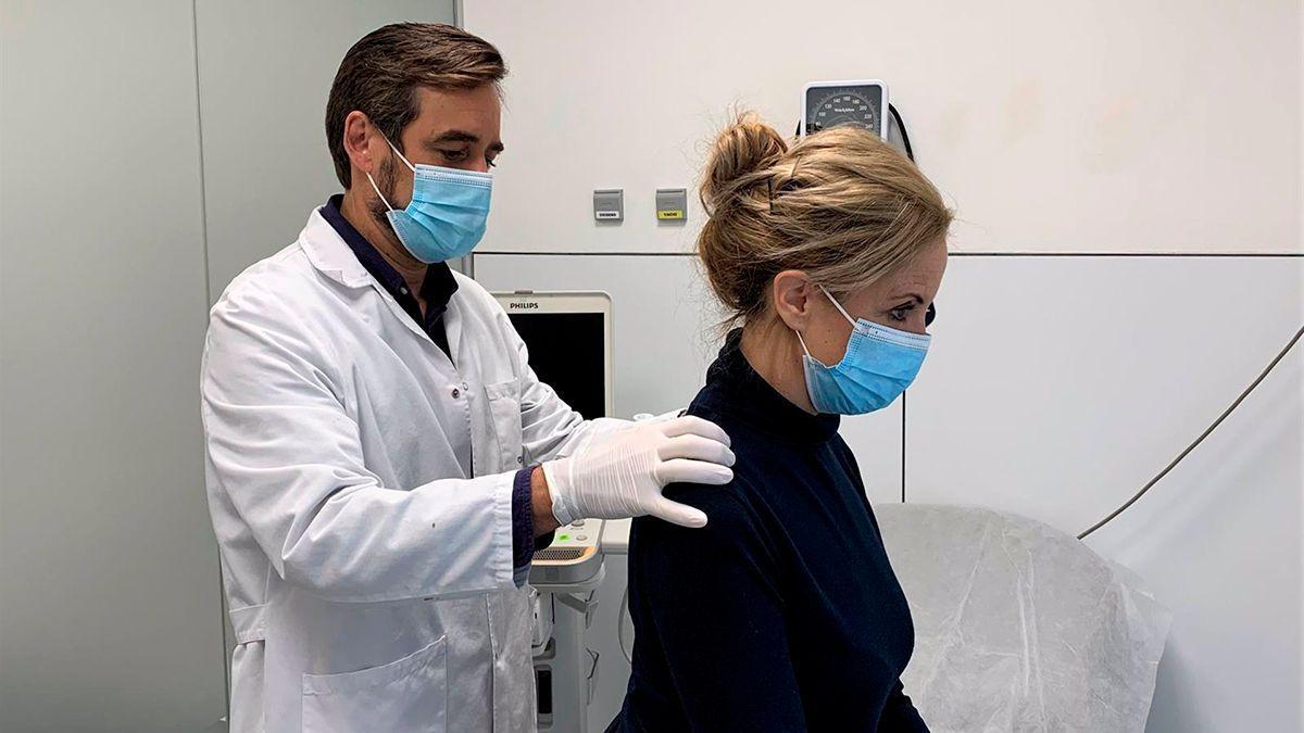 El doctor Romero en el Hospital Quirón.