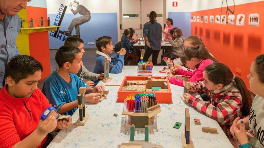 Los talleres didácticos de IVAM y las clases de Arquilecturas invitan a los niños al país del arte