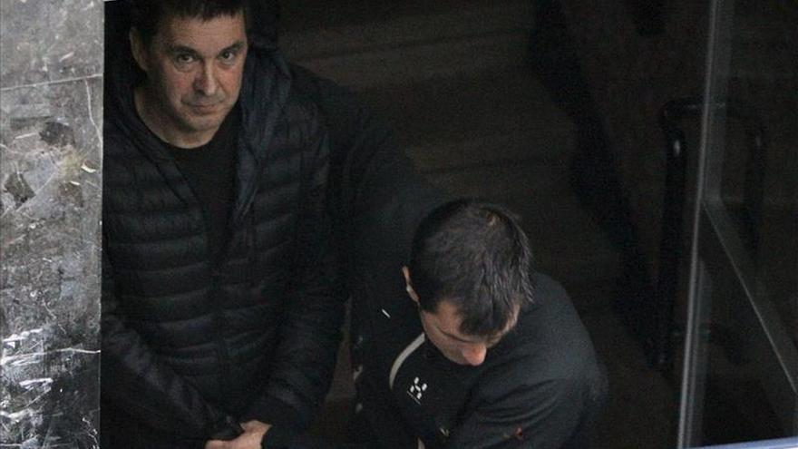 """Otegi dice lamentar """"de corazón"""" los asesinatos de dos ecuatorianos en la T4"""