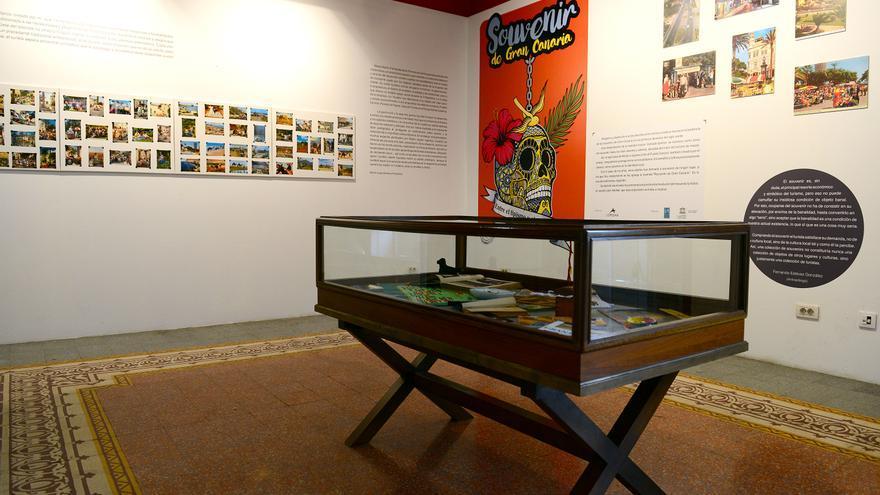 Exposición 'Souvenir de Gran Canaria. Entre el tipismo y el disparate'