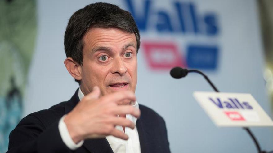 """Valls muestra """"gran preocupación"""" por los contactos de Cs con Vox"""