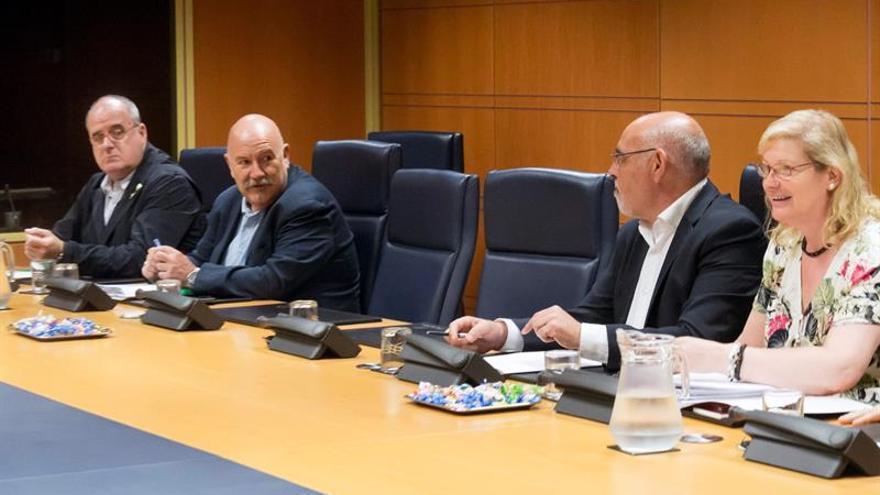 Los representantes de PNV y PSE-EE en la ponencia de autogobierno, separados por dos sillas.