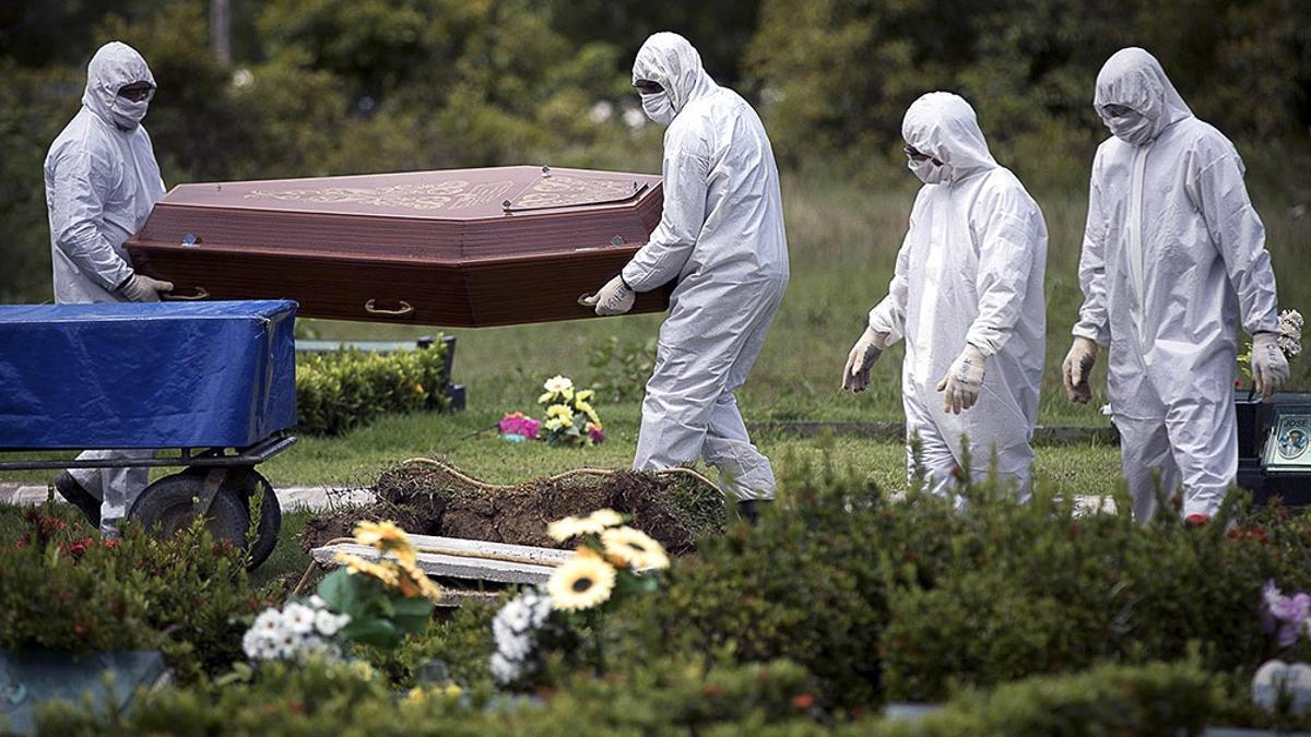 La pandemia mata a una persona por minuto en Brasil.