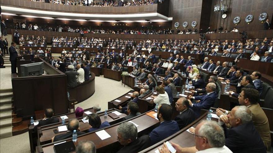 El Parlamento turco renueva el mandato para el envío de tropas a Siria e Irak