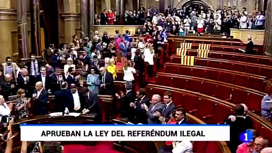 Polémico rótulo de TVE sobre la ilegalidad del referéndum catalán