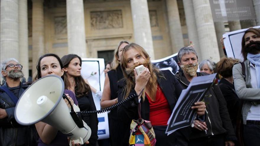Feministas francesas reclaman la presencia de más mujeres en el Panteón