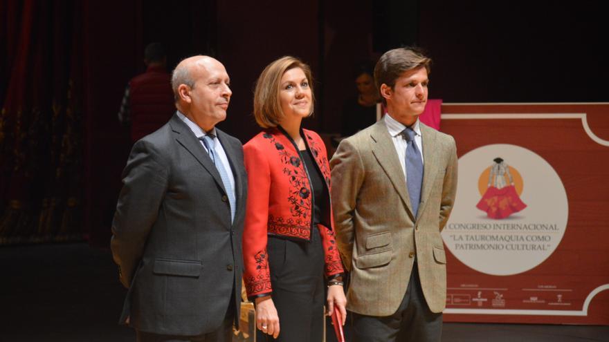 Wert, Cospedal y El Juli en la inauguracion del COngreso de Tauromaquia de Albacete / Foto: Javier Robla