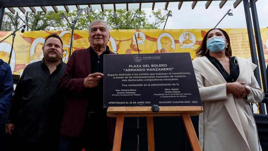 Ciudad de México inaugura con boleros una plaza en honor a Armando Manzanero