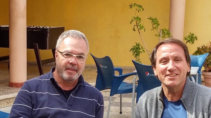 Codina (d) y el presidente del comité local del CCN en Arafo, Luis Domingo Marrero.