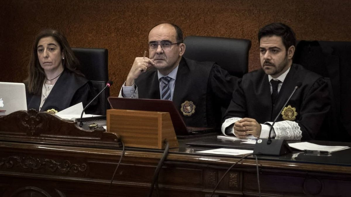 Elena Cabero (a la izquierda), magistrada de este juicio con jurado