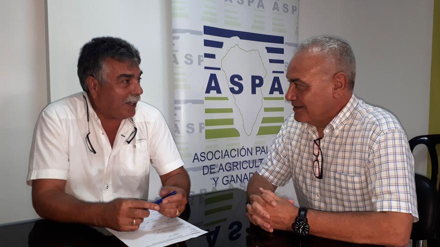 Miguel Martín, presidente de Aspa, y Miguel Ángel Morcuende, director insular de la Administración General del Estado en La Palma.