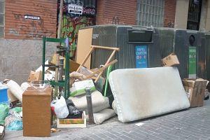 El ayuntamiento suprime la recogida mensual de trastos for Recogida de muebles ayuntamiento de madrid