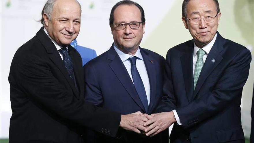 Hollande cree que la cumbre será un exito si se fija una subida máxima de 2 grados
