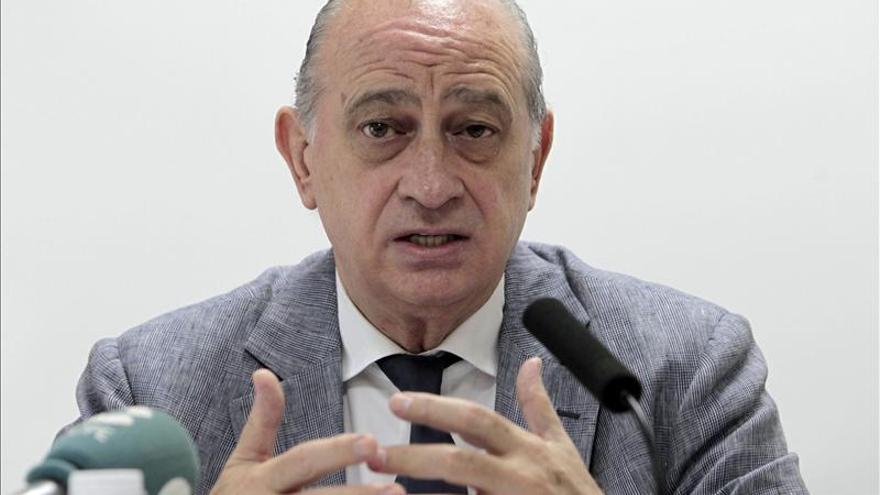 Fernández Díaz viaja a Ávila para ver a los heridos del accidente del autocar