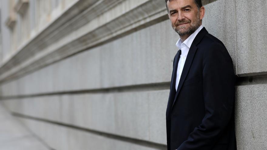 Antonio Maíllo, líder de IU Andalucía, frente al Congreso de los Diputados.