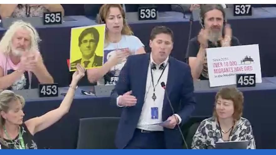 Matt Carthy ha demanat la paraula a plenari defensant els drets dels MEPs catalans exclosos.