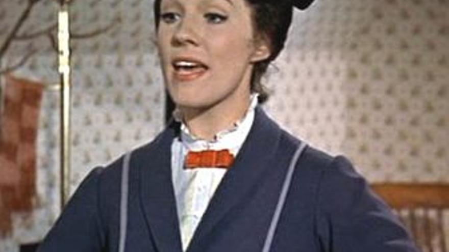 La actriz Julie Andrews en una escena de Mary Poppins
