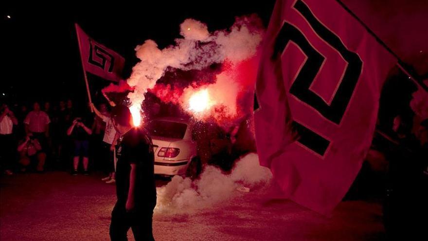 El comportamiento violento de los neonazis griegos abre un debate sobre su prohibición