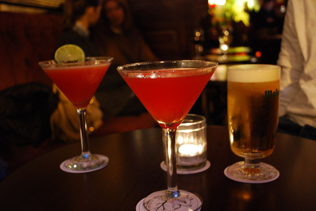 Cócteles y cerveza_Malasaña a mordiscos_Corazón bar