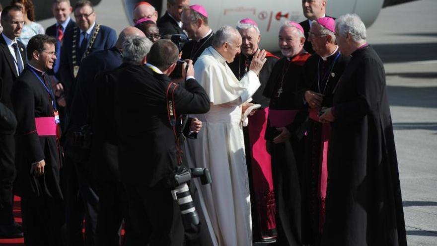"""El papa pide medidas para no repetir """"el fracaso"""" de la Iglesia ante los abusos"""
