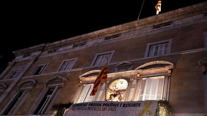 La Fiscalía y los Mossos investigan la retirada de la bandera española de la Generalitat