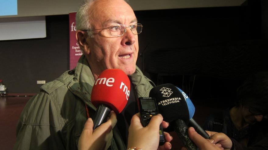 """Cayo Lara dice que los poderes financieros, económicos y políticos """"deconstituyen el Estado"""""""