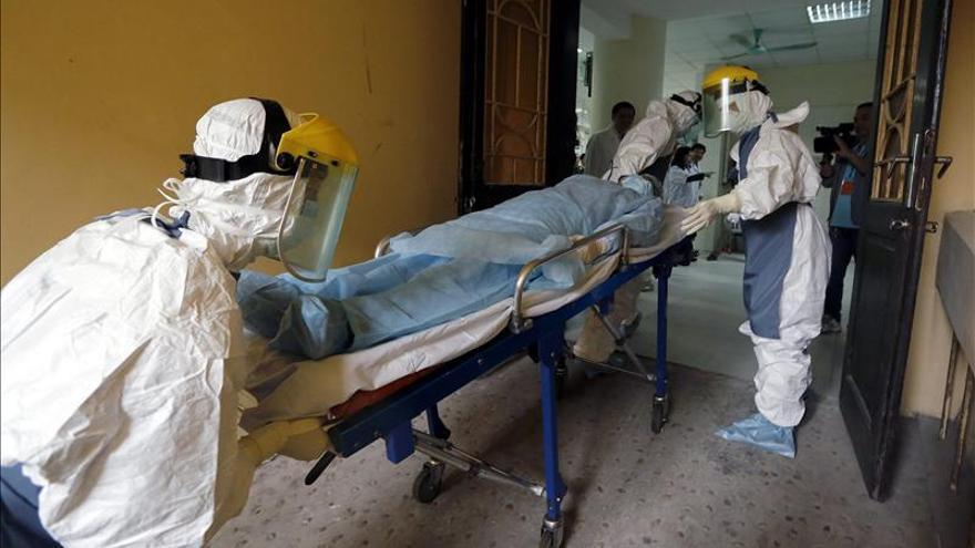 Las autoridades niponas hacen la prueba del ébola a un paciente que viajó a Liberia