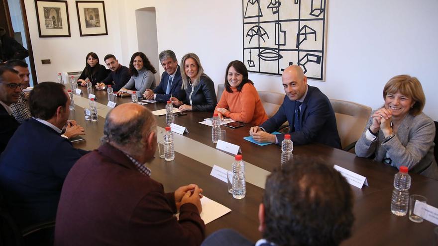 Encuentro entre la alcaldesa de Toledo con los alcaldes de la Mancomunidad de Aguas Cabeza del Torcón. FOTO: Ayuntamiento de Toledo
