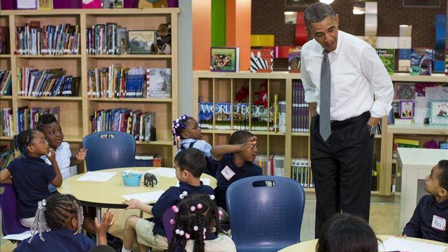 Obama visita una escuela primaria para destacar el valor de la educación preescolar