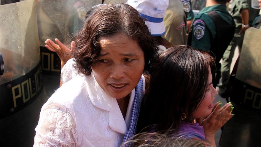 Una manifestante en una protesta por las expropiaciones de tierras en Phnom Penh, el 10 de diciembre de 2012 . / Laura Villadiego.