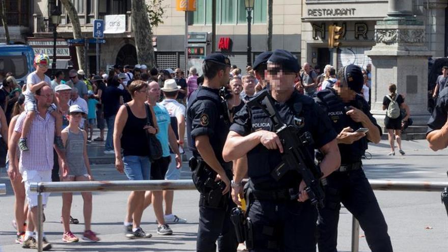 El centro de Barcelona recupera la normalidad aunque con fuerte presencia policial