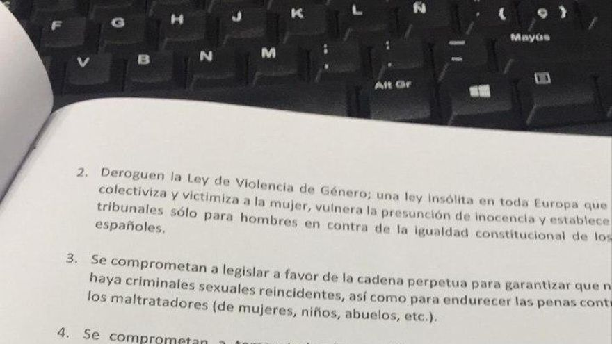 La firma de los tres representantes políticos en El Espinar.