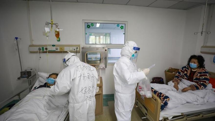 El virus causa en China otras 121 muertes y 5.090 nuevos infectados en un día