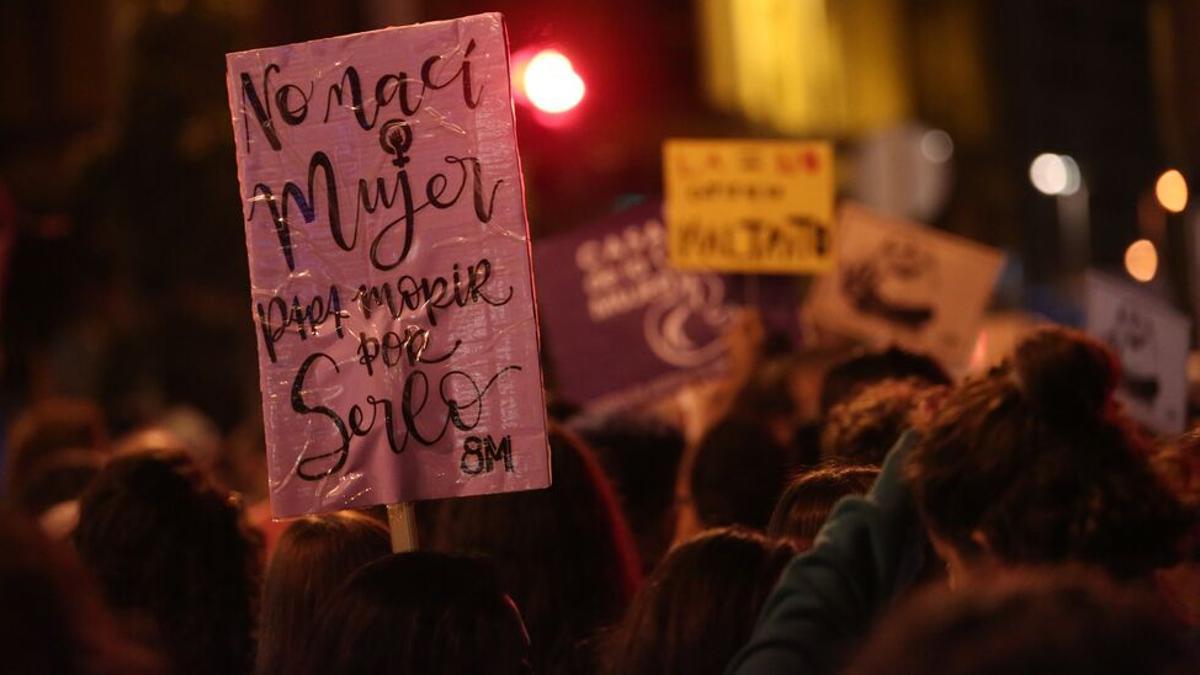Cartel contra la violencia machista. (Alejandro Ramos).