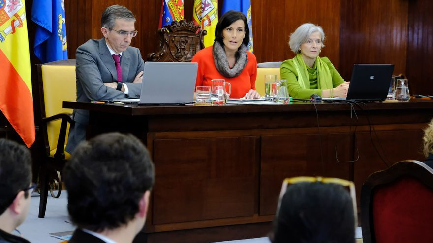 La alcaldesa de Santander, Gema Igual (PP), preside el pleno durante el debate sobre el estado de la ciudad.