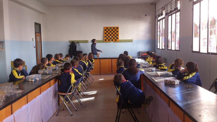 El ajedrez contribuye a mejorar el aprendiza a edad trempana.