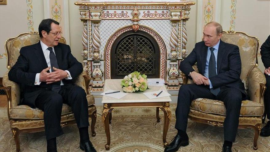 """Putin afirma que el corte del gas por Kiev al este de Ucrania """"huele a genocidio"""""""