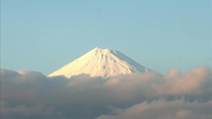 La fuerte erupción de un volcán obliga a evacuar una isla del sur de Japón