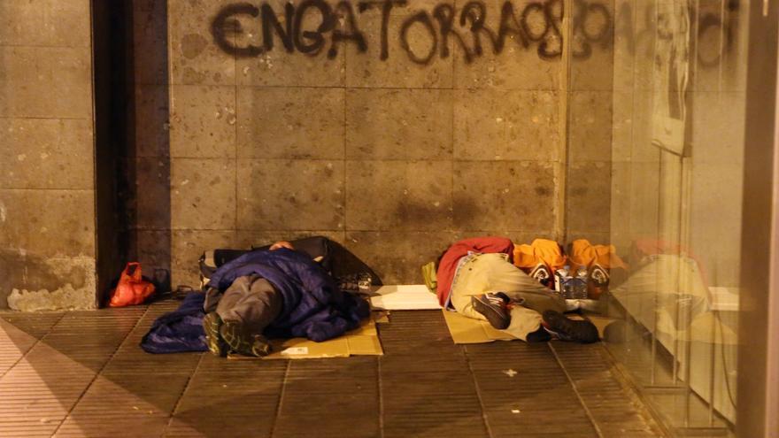 Personas durmiendo en una calle de Las Palmas de Gran Canaria