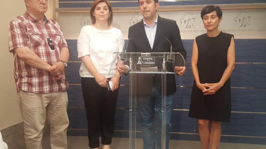 Miembros del Grupo Socialista en el Congreso, tras registrar las iniciativas sobre Angrois