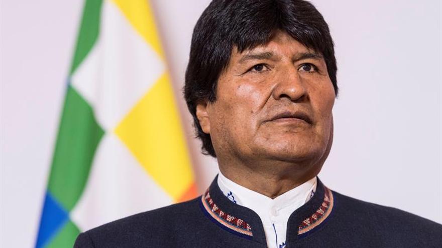 Evo Morales irá a Chile tras el despliegue de la bandera marítima de récord