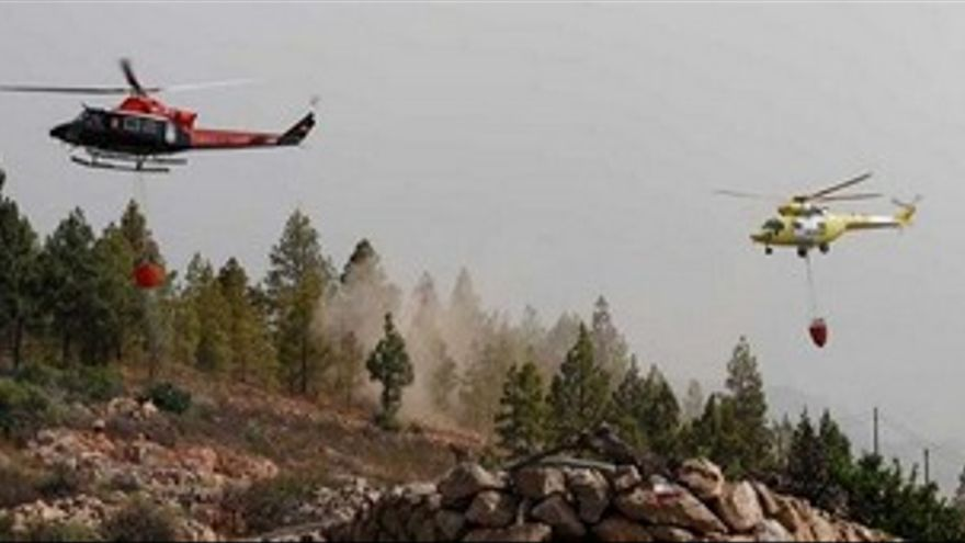 Helicópteros GES Y BRIFOR preparados para realizar descargas (CANARIASINVESTIGA.ORG)