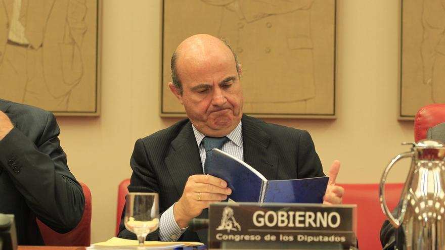 Guindos acudirá hoy a la Comisión de Economía del Congreso para hablar del déficit y del 'Caso Soria'