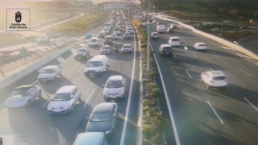 Retenciones por el accidente de seis vehículos en Las Palmas de Gran Canaria.