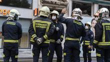 FOTOGALERÍA | Los equipos de emergencia desalojan un edificio en Santander en riesgo de colapso