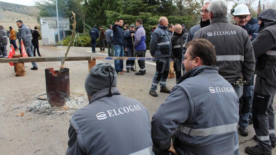 Trabajadores de Elcogas a las puertas de la empresa