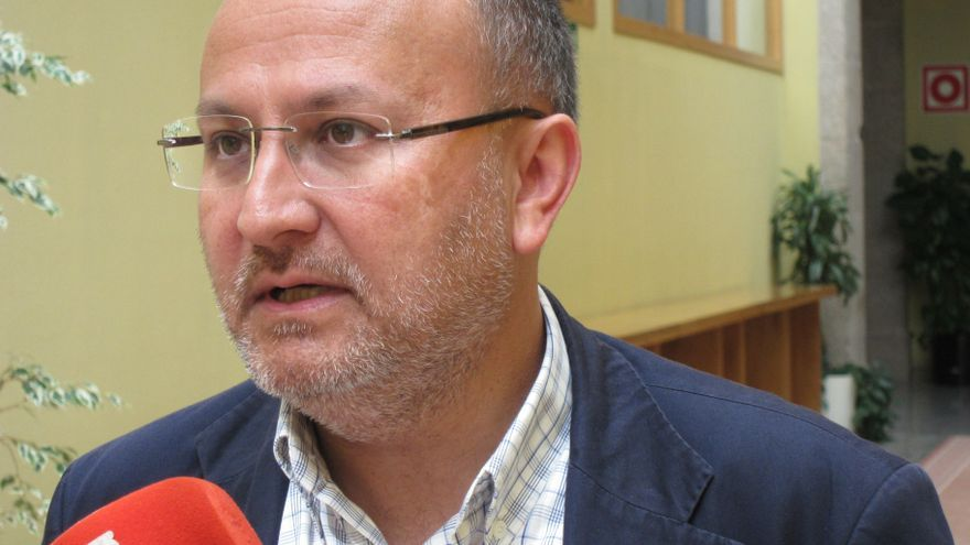 """Losada asegura que el PSdeG """"analizará"""" la situación del alcalde de Orense y que estará """"a la altura"""""""
