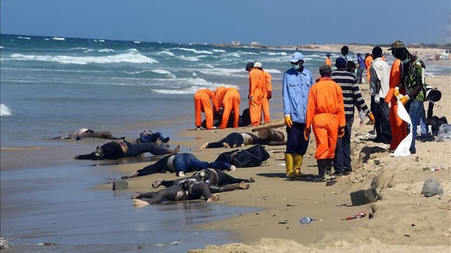 Rescatan un centenar de cadáveres de inmigrantes en las costas libias