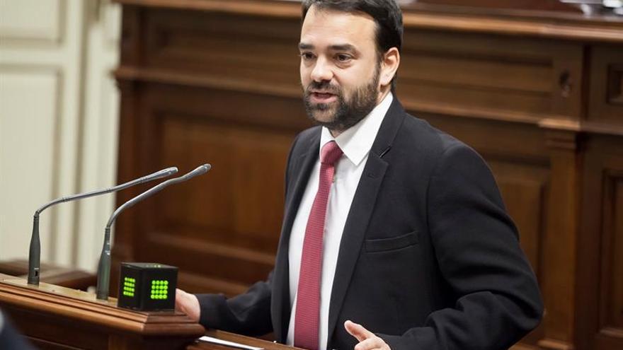 El consejero de Presidencia, Justicia e Igualdad del Gobierno de Canarias, Aarón Afonso. EFE/Ramón de la Rocha