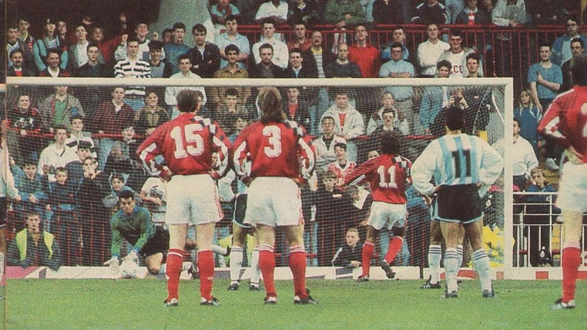 Goycochea ataja un penal en el Argentina-URSS de 1991